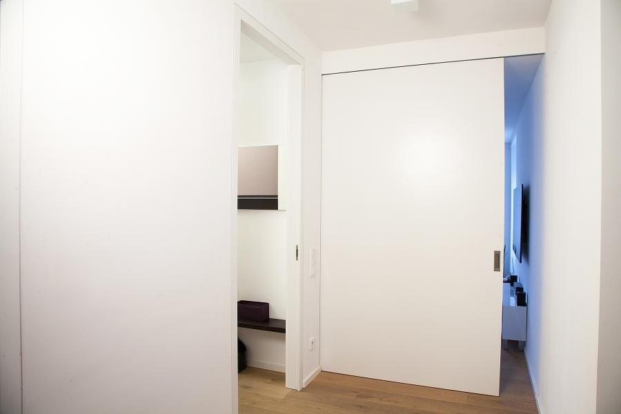 Unsere Türen Können Frei Vor Der Wand Laufen, Mit Unterschiedlichsten  Schienensystemen Oder In Wandnischen Verschwinden. Egal Ob Ein Oder  Zweiflügelig, ...